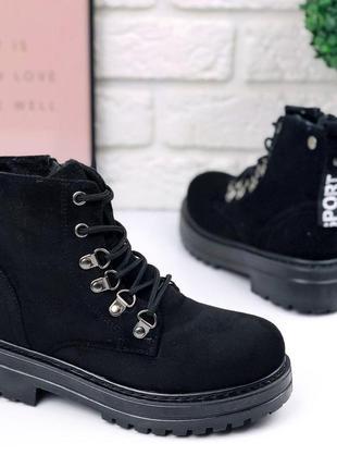 Стильные зимние ботинки мартенсы