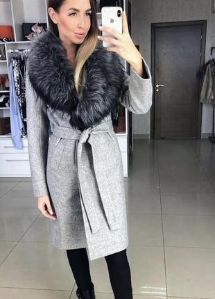 Теплое и элегантное зимнее шерстяное пальто