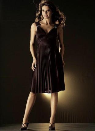 Чёрное платье с плиссированной юбкой в греческом стиле