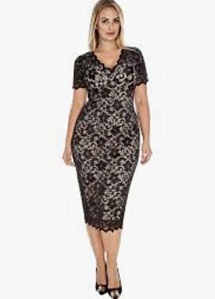 Платье миди по фигуре из чёрного кружева на телесной основе