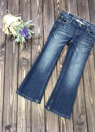 Расклешенные джинсы на девочку 3-4 года
