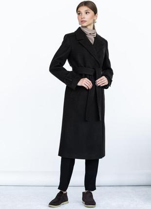 Шерстяное демисезонное  пальто прямого кроя с поясом