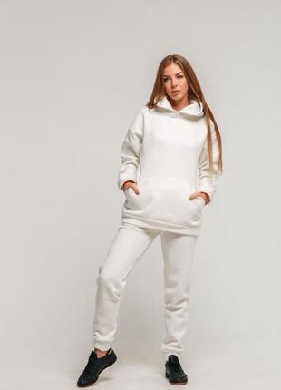 Белый утепленный женский спортивный костюм