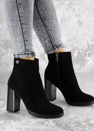 Женские ботинки на каблуке черные 1459