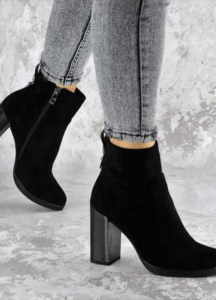 Женские ботинки на каблуке черные 1453