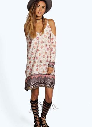 Boohoo. товар из англии. платье с вырезами на плечах.