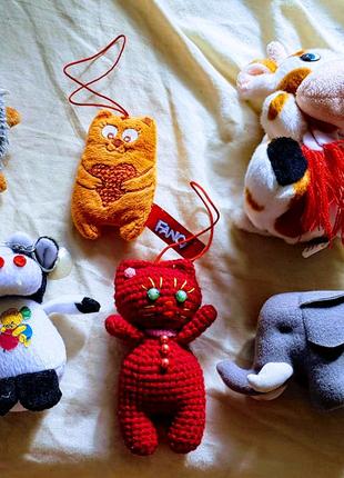 Мягкие игрушки коровки, котики, слон, ежик