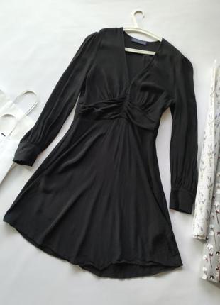 Шикарное черное вискозное платье с треугольным вырезом рукавам...