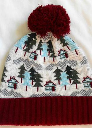 Шапка вязанная с узором елки лес с бомбоном белая бордо
