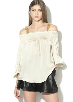 Нарядная блузка с открытыми плечами guess