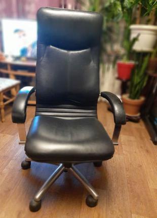 Кожанное офисное директорское кресло