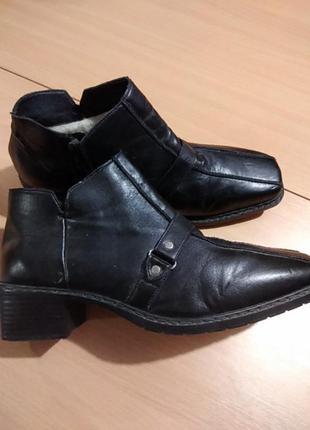 Женские демисезонные туфли на среднем каблуке бренда rieker 42 р.
