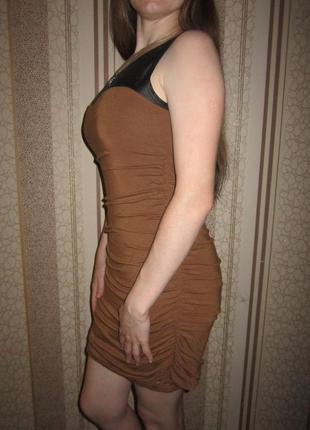 Красивое фирменное платье со вставкой под кожу 44 с размера