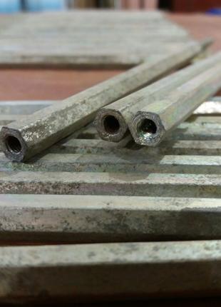 Кронштейн стальной - шпилька на шестиграннике .