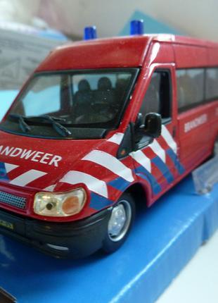 FORD transit Mini Bus Brandweer Cararama Масштаб 1:43
