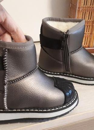 Зимние стильные угги ботиночки сапоги с прорезиненным носком ,...