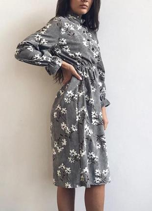 Винтажное серое платье с цветами