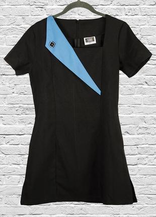 Черное платье из 2000х с квадратным вырезом