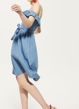 Красивое джинсовое платье миди с поясом