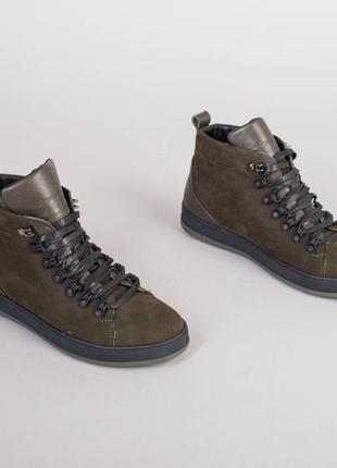 Чоловічі зимові черевики з нубуку кольору хакі, на шнурках