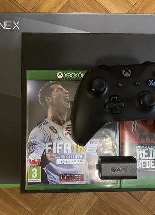 Игровая приставка Xbox One X 1 tb + оригинальный аккум. и 9 игр