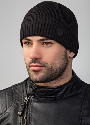 Черная шапка без флиса с отворотом