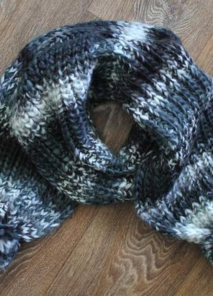 Длиннющий шарф крупной вязким с балабонами