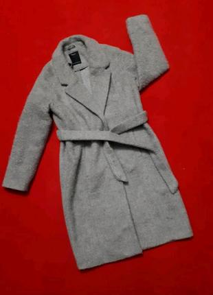 Пальто под пояс серое