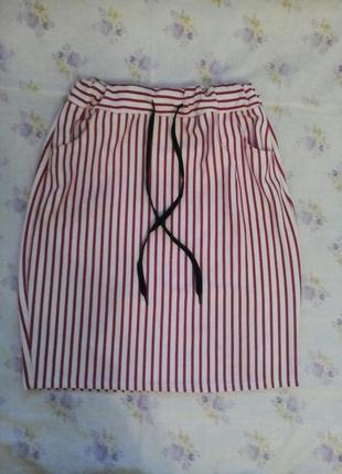 Спортивная юбка в красную полоску