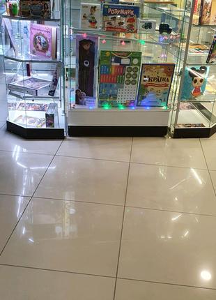 Скляні торгівельні вітрини