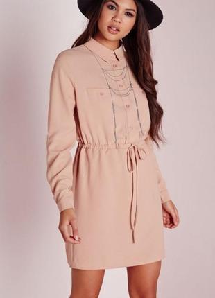 Пудровое платье в рубашечном стиле