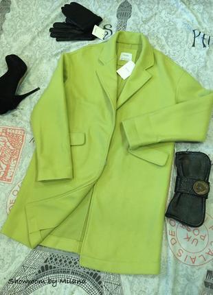 Стильное яркое пальто от Бершка
