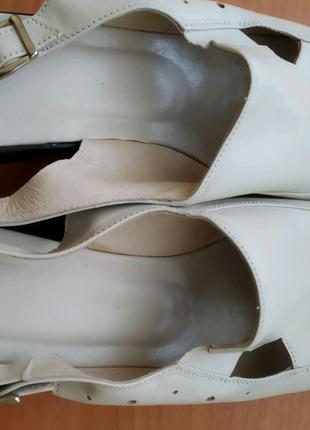 Женские кожаные босоножки 41  размера