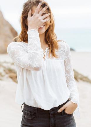 Нарядная блузка от hollister