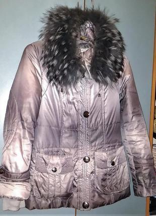 Зимняя куртка пуховик с капюшоном и мехом