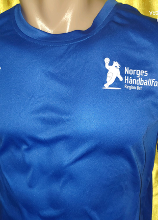 Спортивная фирменная новая футболка Umbro.л