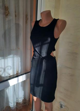 Классическое черное платье в рубчик