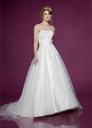 Свадебное, выпускное платье со шлейфом benjamin roberts