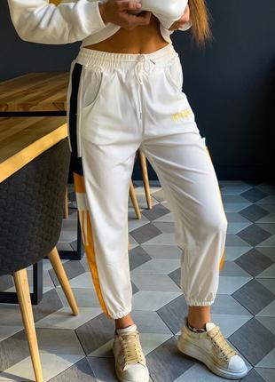 Спортивные штаны с полосками на резинке