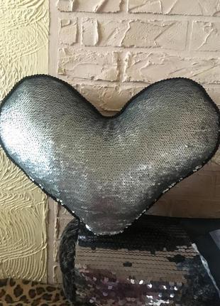 Подушка сердце в пайетки серебро