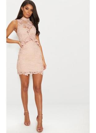 Нарядное кружевное платье без рукавов