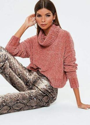 Велюровый свитер вязаный с большой горловиной короткий