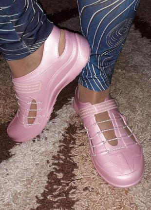 Кроксы женские розовые. Хит