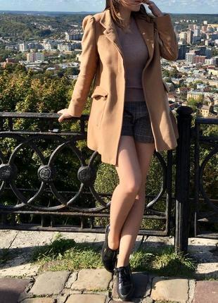 Супер пальто от zara бежевого цвета осеннее