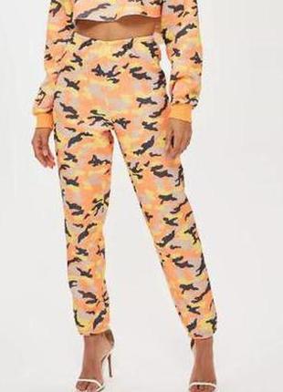 Суперовые теплые с начесом спортивные яркие брюки в стиле мили...