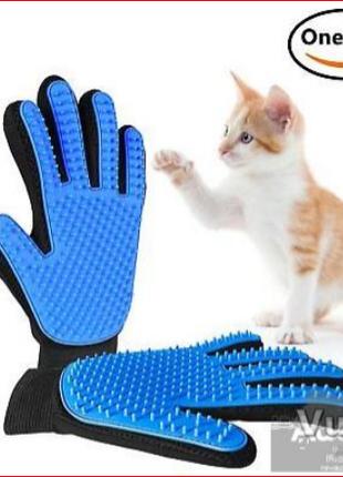 Перчатка для вычесывания шерсти животных True Touch фурминатор