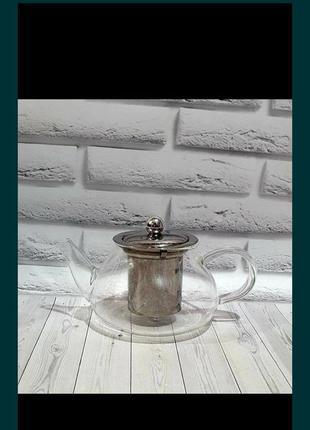 Чайник с крышкой и стеклянным фильтром .