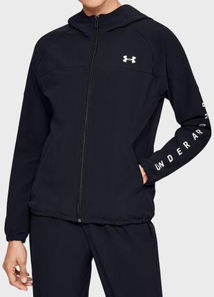 Женское черное худи under armour woven hooded jacket