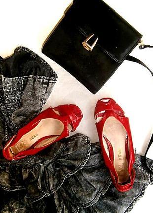 Лаковые туфли босоножки