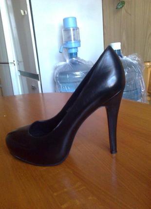 Элегантные черные туфли лодочки 37 р.